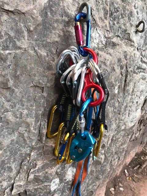 Mosquetones y material para escalada deportiva